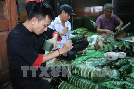 Bánh tét, bánh chưng làng Chuồn vào Tết