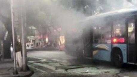42 du khách thoát chết trong vụ xe buýt phát nổ