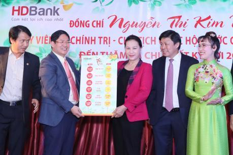 Chủ tịch Quốc hội Nguyễn Thị Kim Ngân thăm HDBank và Vietjet Air