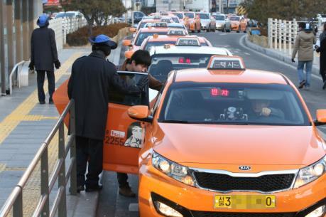 Hàn Quốc: Taxi từ chối đón khách sẽ bị đình chỉ hoạt động 60 ngày