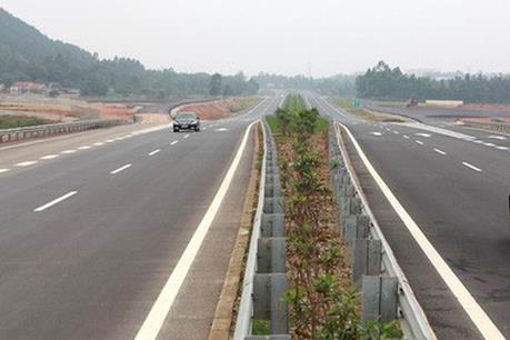 Tai nạn liên tiếp trên cao tốc Hà Nội - Lào Cai