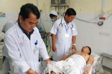 Yêu cầu kiểm tra lái xe ô tô chở khách đâm vào nhà dân tại Khánh Hòa