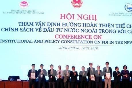 Hiến kế giúp Chính phủ hoàn thiện thể chế chính sách thu hút FDI