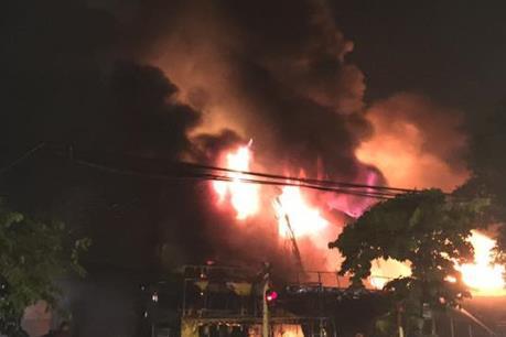 Cháy lớn ở nhà dân trong đêm, thiêu rụi nhiều tài sản