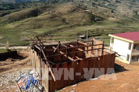 Lốc xoáy và mưa đá làm gần 300 ngôi nhà bị hư hại tại Yên Bái