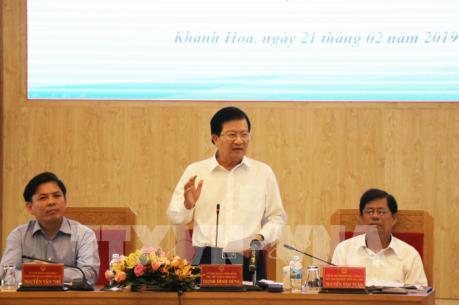 Phó Thủ tướng: Sớm giao mặt bằng để triển khai dự án đường bộ cao tốc Bắc - Nam phía Đông