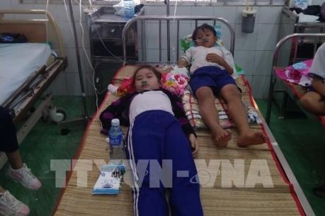 Kỷ luật cán bộ sau vụ học sinh nhập viện khi súc miệng bằng dung dịch Fluor