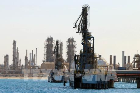 Giá dầu thô đi xuống tại thị trường châu Á