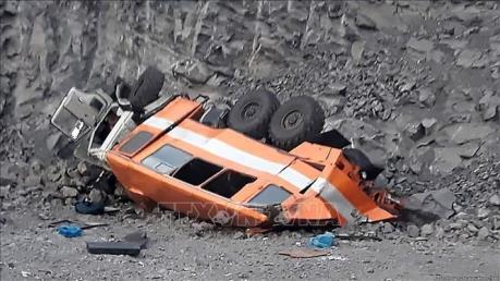 Xe buýt lao xuống một hầm mỏ ở Trung Quốc, khoảng 50 người thương vong