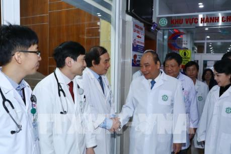 """Thủ tướng Nguyễn Xuân Phúc: Đội ngũ y, bác sỹ là những """"người anh hùng thầm lặng"""""""