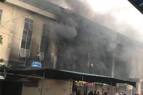 Đang cháy lớn tại Trung tâm thương mại, Bắc Ninh