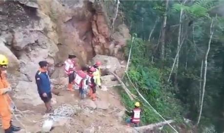 Sập hầm mỏ tại Indonesia, hàng chục người bị chôn vùi