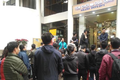 Người dân xếp hàng chờ mua đồng xu bạc chào mừng Hội nghị Thượng đỉnh Mỹ - Triều