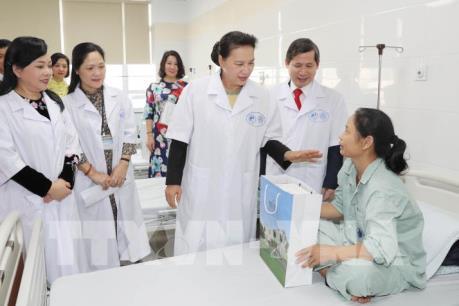 Phát huy nền y dược học cổ truyền trong bảo vệ, chăm sóc sức khỏe nhân dân