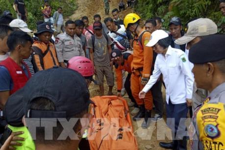 Indonesia huy động máy xúc để giải cứu những người còn mắc kẹt trong vụ sập hầm mỏ