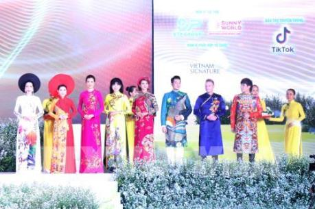 Lễ hội Áo dài Tp. Hồ Chí Minh 2019: Hơn 3.000 người tham gia đồng diễn áo dài Việt Nam
