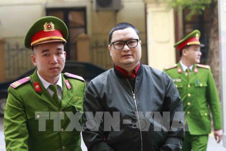 Tạm hoãn phiên tòa xử vụ thao túng giá chứng khoán lần đầu ở Hà Nội