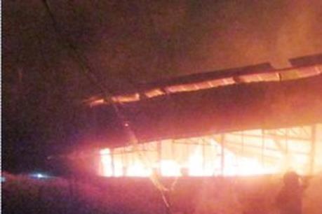 Cháy lớn thiêu rụi xưởng gỗ tại Tp. Hồ Chí Minh