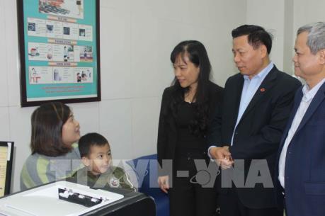 Thăm và động viên bệnh nhân vụ nhiễm sán lợn ở Bắc Ninh