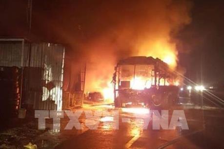 Xe khách giường nằm cháy rụi trên quốc lộ 1A