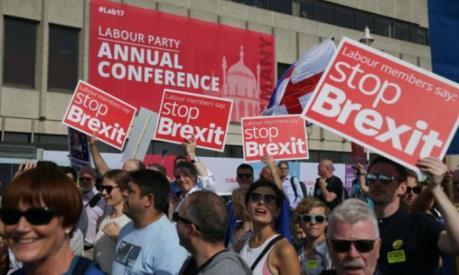 Hơn 1 triệu dân Anh kiến nghị trực tuyến ngừng Brexit