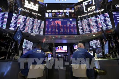 Kinh tế Mỹ ảm đạm, chứng khoán Âu - Mỹ đồng loạt lao dốc