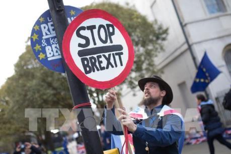 EU đồng ý lùi thời hạn Brexit nhưng kèm điều kiện