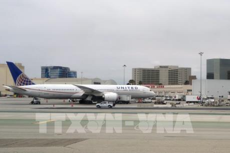 Máy bay Boeing 787 của hãng United Airlines phải hạ cánh khẩn cấp