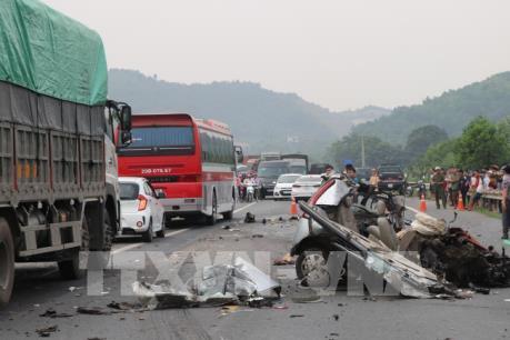 Tai nạn giao thông nghiêm trọng trên đường Hoà Lạc-Hoà Bình
