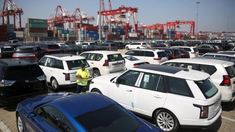 Trung Quốc tạm ngừng tăng thuế với ô tô Mỹ