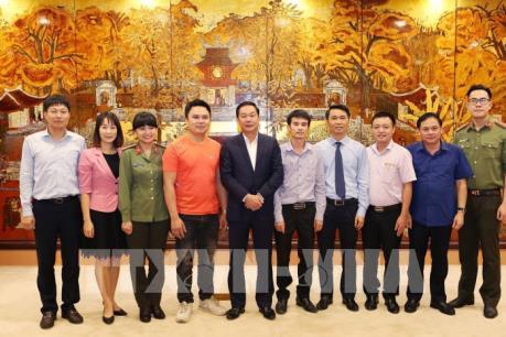Hà Nội khen thưởng người dân và phóng viên dũng cảm bắt cướp