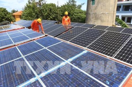 Phát triển điện mặt trời áp mái: Cùng chia sẻ lợi ích