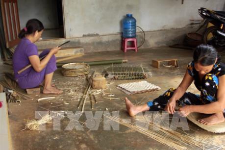 Gìn giữ nghề đan mây tre truyền thống Lan Đình