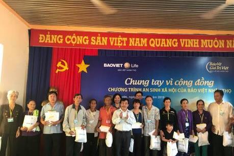 Bảo Việt Nhân thọ khám bệnh miễn phí và tặng quà cho người nghèo