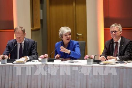 EU nhất trí lùi thời hạn ra đi của nước Anh đến 31/10