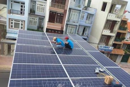 EVNCPC  thanh toán cho khách hàng bán điện mặt trời áp mái gần 1 tỷ đồng