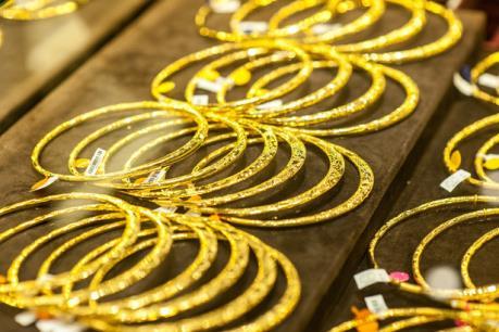 Giá vàng hôm nay 12/4 đồng loạt giảm