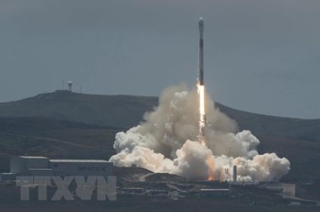 SpaceX thực hiện thành công vụ phóng vệ tinh thương mại đầu tiên