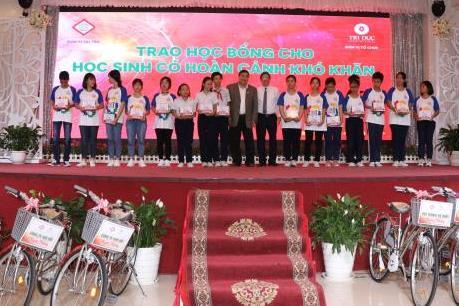 Trao học bổng, xe đạp cho học sinh nghèo vượt khó tỉnh Đồng Nai