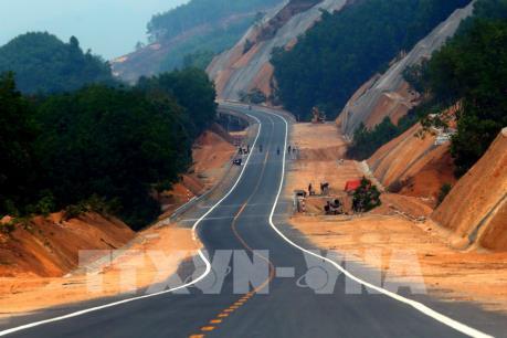 """Quảng Trị """"thúc"""" tiến độ giải phóng mặt bằng tuyến cao tốc Cam Lộ - La Sơn"""