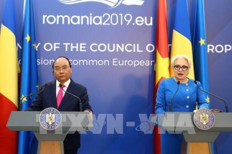 Thủ tướng Nguyễn Xuân Phúc và Thủ tướng Romania đồng chủ trì họp báo