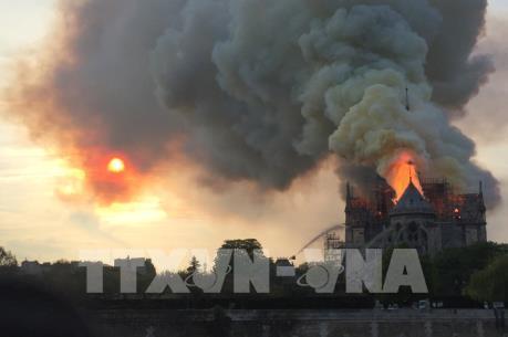 Đã kiểm soát được đám cháy Nhà thờ Đức Bà Paris