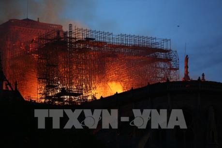 Vụ cháy Nhà thờ Đức Bà Paris: Lãnh đạo trên thế giới chia sẻ với Pháp