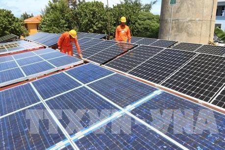 Lắp đặt vận hành hơn 24.300 dự án điện mặt trời áp mái