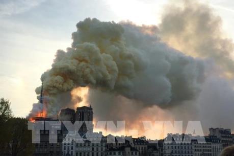 Bảo toàn được phần tháp chuông chính và tường nhà thờ Đức Bà Paris