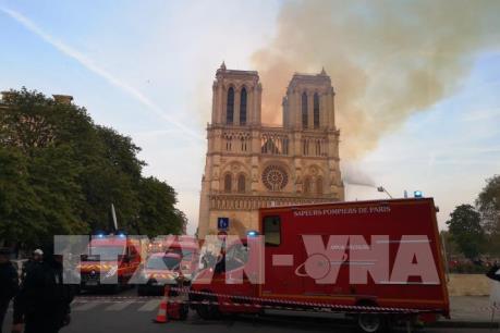 Chuyên gia nhận định về việc khó kiểm soát vụ cháy nhà thờ Đức Bà Paris