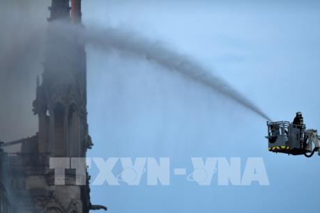 Vụ cháy Nhà thờ Đức Bà Paris: Nhiều nước đề xuất chung tay xây dựng lại