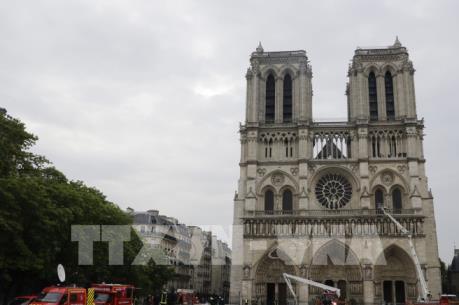 Vụ cháy Nhà thờ Đức Bà Paris: Sụp đổ biểu tượng mang tính lịch sử