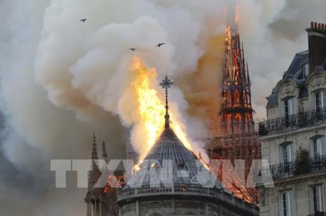 Không có bằng chứng vụ cháy Nhà thờ Đức Bà Paris là hành động cố ý