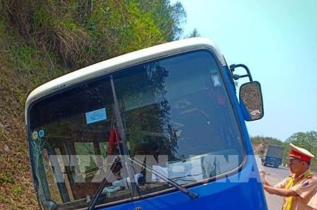 Xe khách mất phanh khi đổ đèo Pha Đin